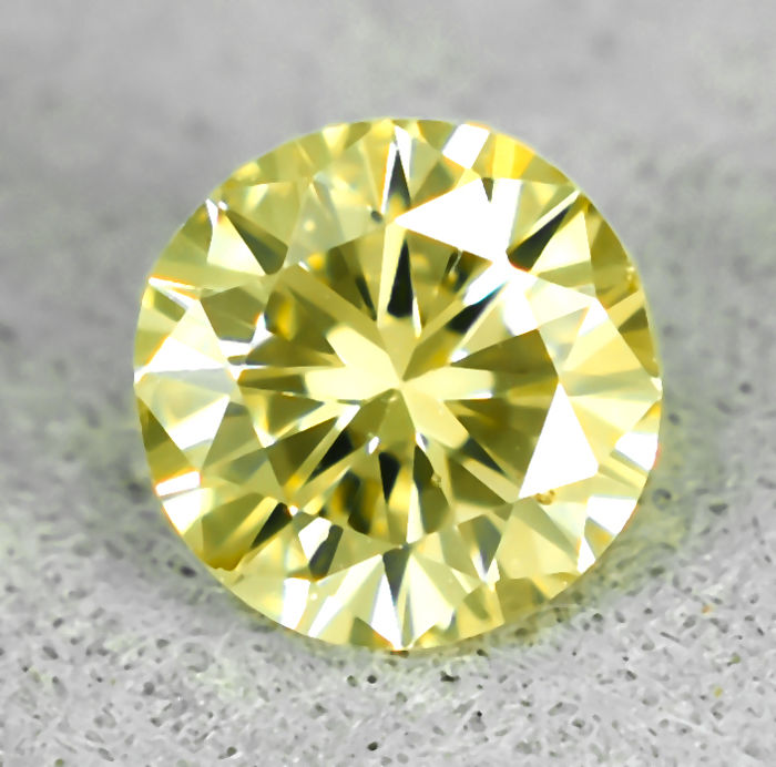 Diamond - 0.40 ct - Brilliant - Natural Fancy Light Yellow - VS2