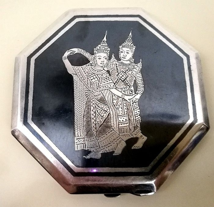 Silver Powder Case with Niello and Superb Quality Engraving - Sterling silver, Niello - Thailand - mid 20th century