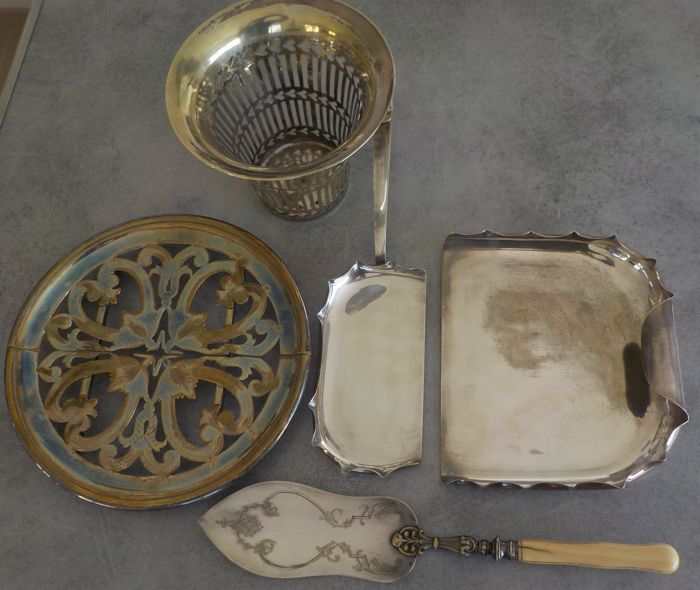 picks crumbs, cache pot perforated, under dish, shovel fish (5) - Silverplate - France - Around 1900