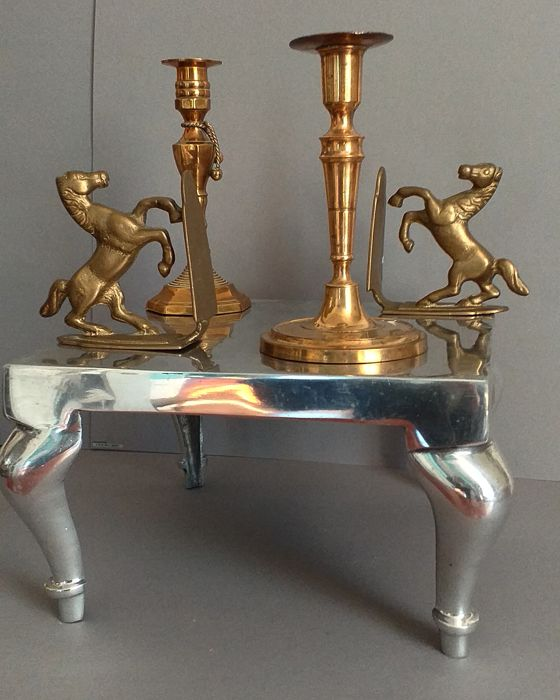 Table show with brass objects - Aluminium, Brass