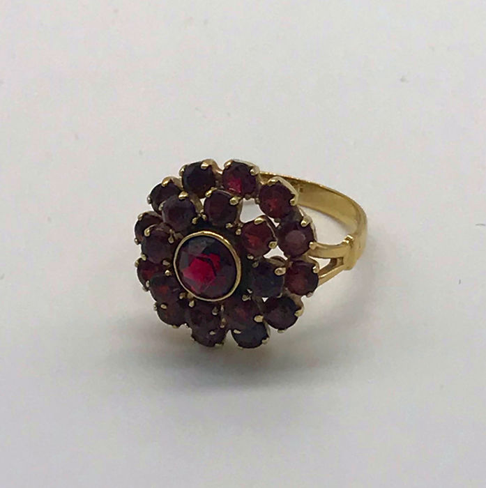 8 kt. Yellow gold - Ring - 6.00 ct Garnet
