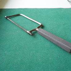 Small Amputation saw for fingers and toes (1) - Iron (cast/wrought)