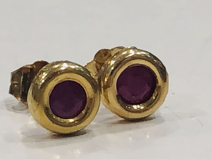 18 kt. - Earrings - 0.50 ct Ruby