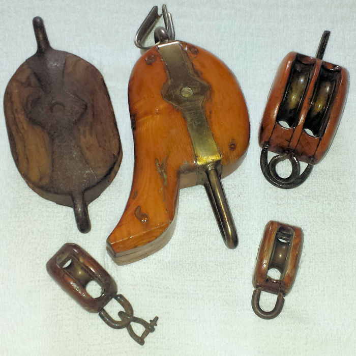 Antique pulleys (5) - Hout, IJzer (gegoten/gesmeed), Messing