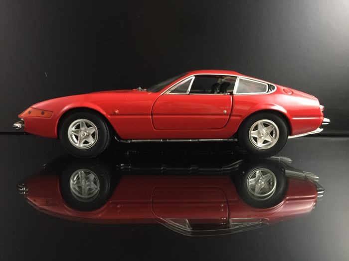 Hot Wheels - 1:18 - Ferrari 365 GTB/4 - red