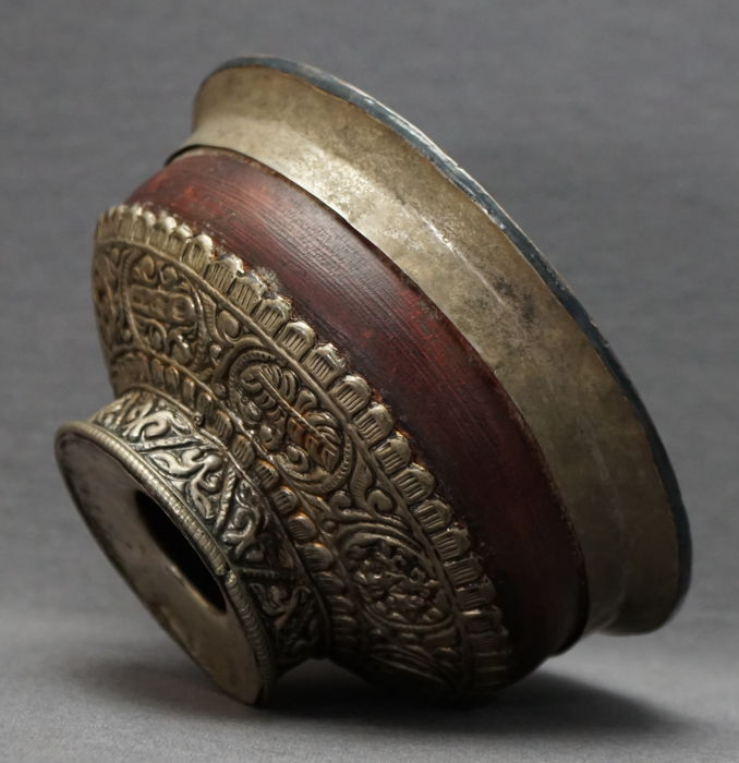 Theekom - Hout - with silver mounts - 'Eight Buddistic treasures'  - Tibet - Rond 1900
