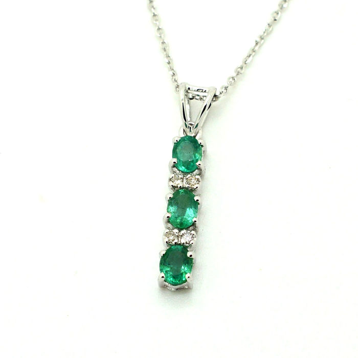 18 kt. White gold - Necklace with pendant - 0.56 ct Emerald - Diamond