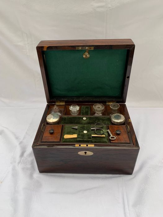 Lady's travelling dressing case - Victorian - Rosewood - First half 19th century