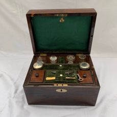 Lady's travelling dressing case - Rosewood, Wood - First half 19th century