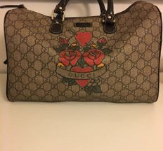 Gucci - GG Coated Canvas Tattoo Heart Medium Joy Boston Bolso de mano f42222d55c9