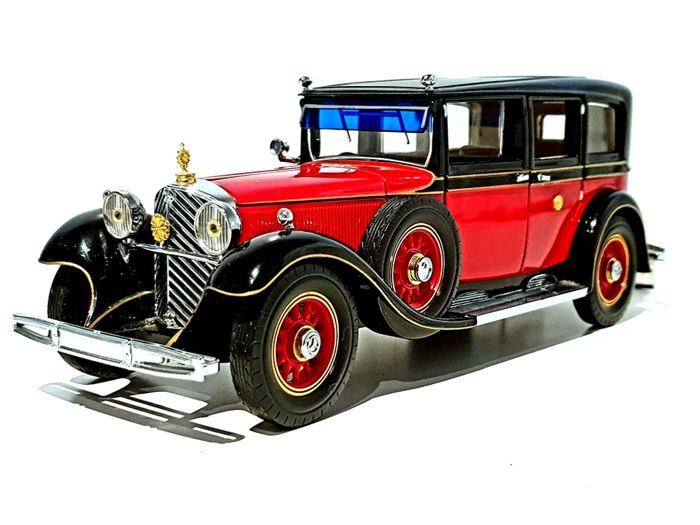 Franklin Mint - Luxurious Model of The Custom 1935 Mercedes-Benz 770K - Emperor Hirohito of Japan - Made out of 200 different hand-assembled parts and 24 karat gold details - COMES IN ORIGINAL