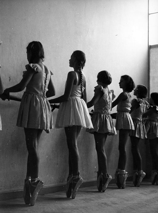 Kees Scherer (1920-1993) - Ballet girls - Paris 1956