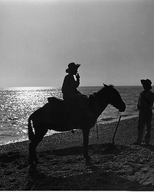 Kees Scherer (1920-1993) - Men with horse in sunset - Spain 1966