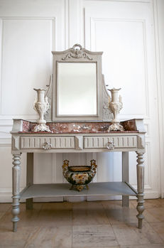 Lacquered coifeusse with red marble in Louis XVI-style - Oak, Wood - Ca. 1900