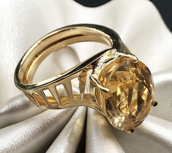 18 kt. Yellow gold - Ring - 9.80 ct Topaz