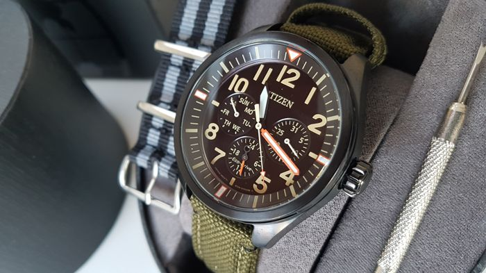Citizen - eco drive military army stylewith extra free james bond strap  UNWORN - Heren - 2019