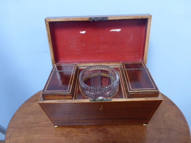 Tea caddy, with glass mixing bowl - Georgian - Mahogany - First half 19th century