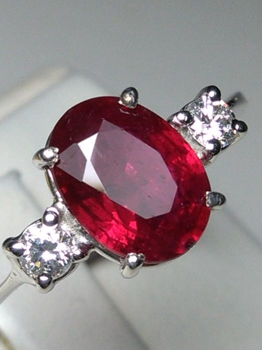 White gold - Ring - 1.60 ct Ruby - Diamonds, Without reserve