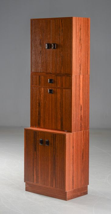 Deens meubelproducent - 3-part cupboard / bar in rosewood veneer