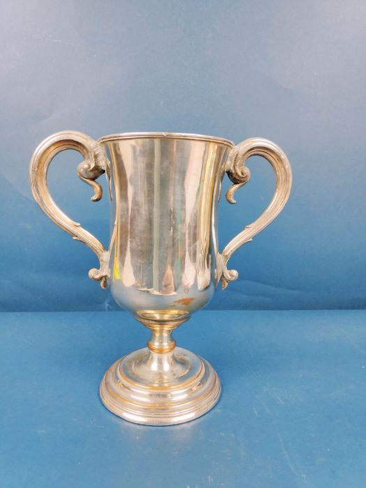 Trophy / cup with handles - Silverplate - U.K. - 1900-1949