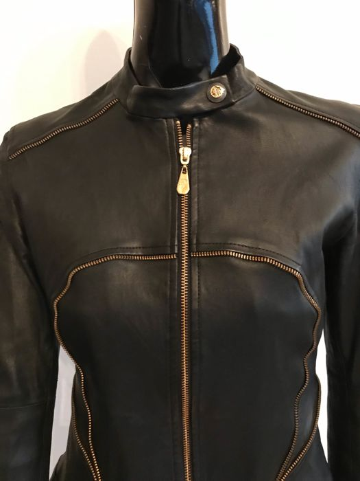 d41f89256 Versace - Leather jacket - Catawiki