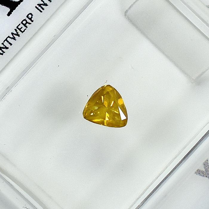 Diamante - 0.27 ct - Pera - Natural Fancy Vivid Orangy Yellow - Si2 - NO RESERVE PRICE