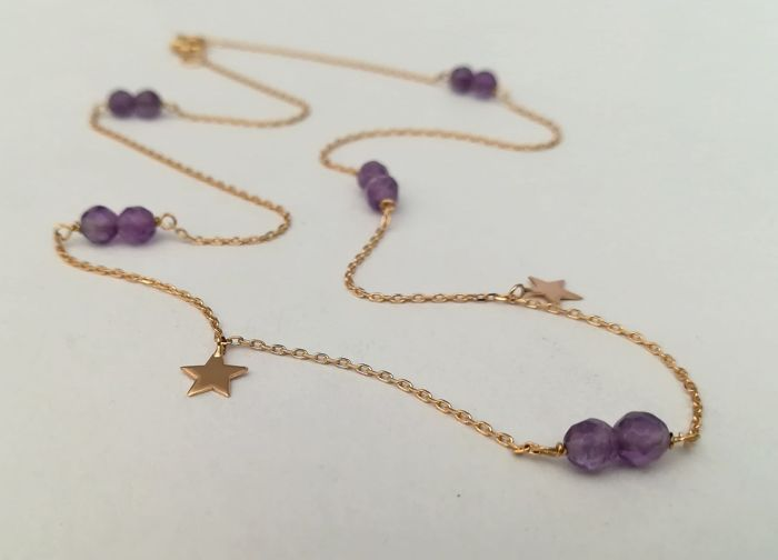 19,2 kt. Yellow gold - Necklace with 10 amethysts 4 mm and 2 gold stars