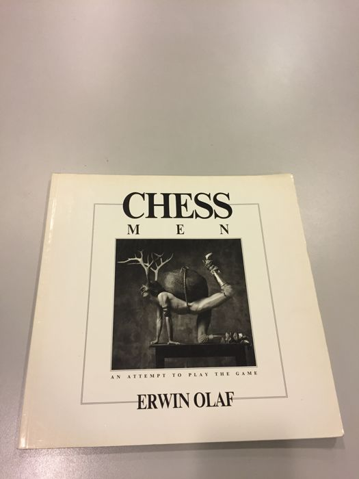 Signed; Erwin Olaf - Chessmen, an attempt to play the game - 1988 Livres Livres d'art d'occasion
