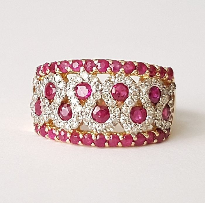 18 kt. Yellow gold - Ring - 3.00 ct Ruby - Diamonds