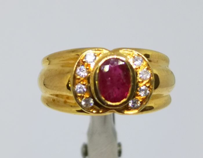 18 kt. - Ring ruby and diamonds