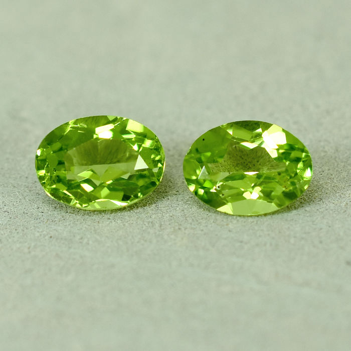 2 pcs  Olivijn - 2.90 ct