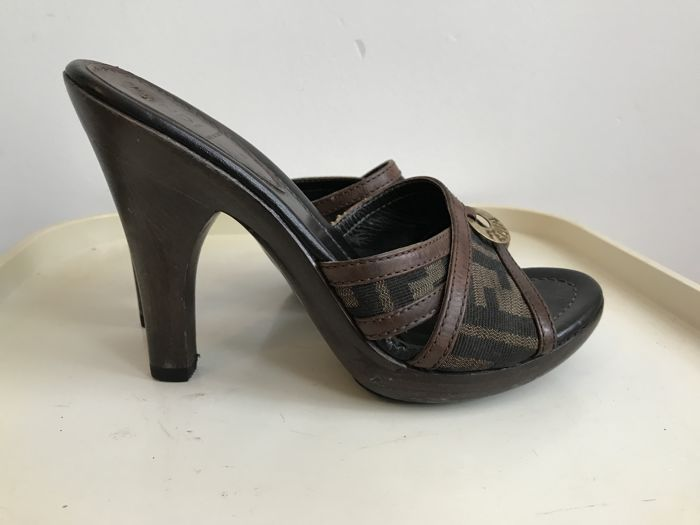 40db675e65 Fendi shoe - Catawiki