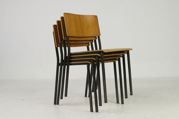 Industrial design set of 4 stackable old school chairs & Industrial design set of 4 stackable old school chairs - Catawiki