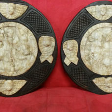 2 carved medallions - Alabaster - End of the 18th century