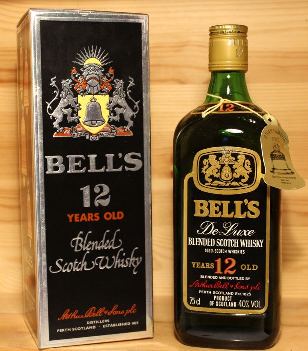 Bell's 12 years old De Luxe Blended Scotch Whisky - b. Jaren 1980 - 75cl