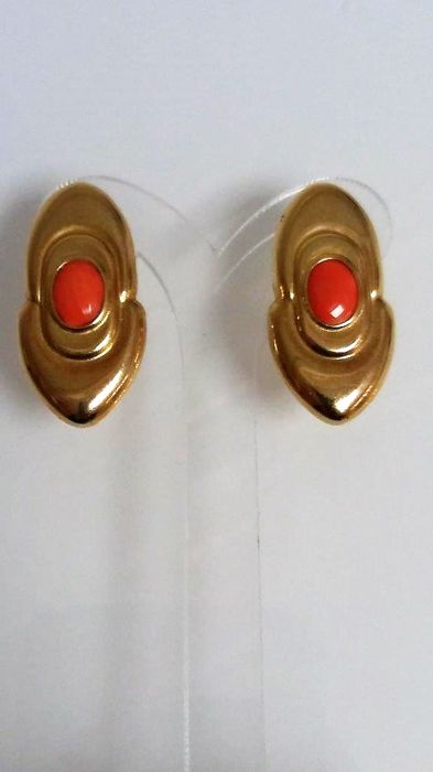 18 kt. Yellow gold - Earrings Japanese coral Faceted