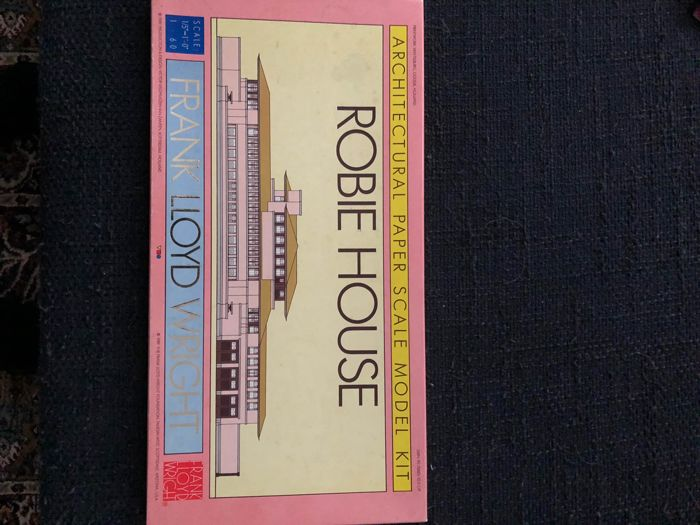 Frank Lloyd Wright - Robie House. Architectural paper scale model kit - 1989