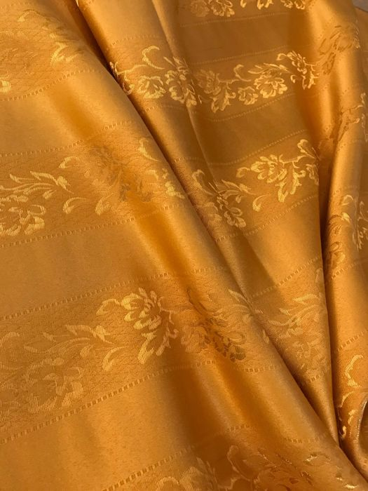 2.60 x 2.80 meters of elegant gold Louis XVI style damask fabric with bands decorated with flowers - Cotton