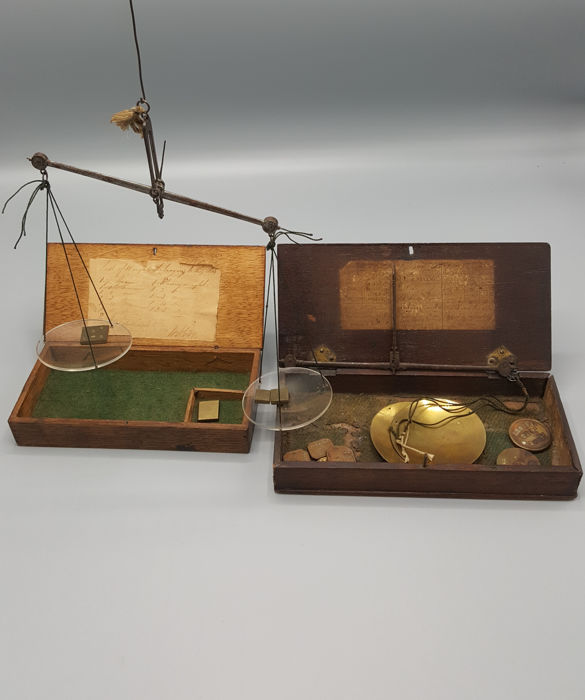2x coinweight box with (gold-) scale and coin weights - Brass, Wood - 19th century