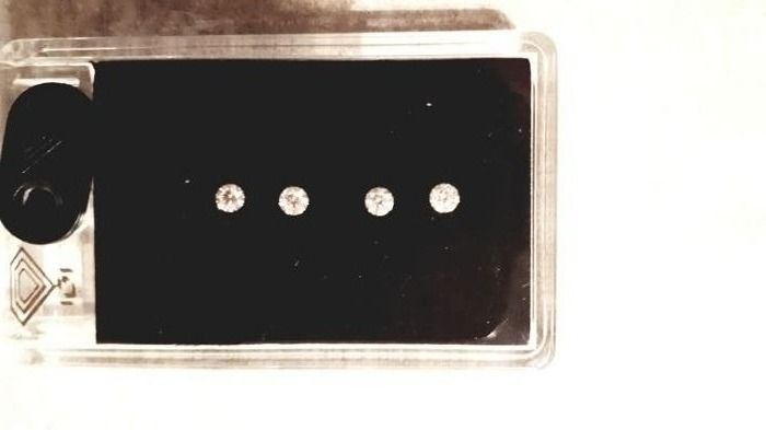 4 pcs Diamonds - 0.65 ct - Brilliant - D (colourless), E, F, Lowest color F  - VS1, VS2, VVS1, VVS2, Lowest clarity VS1 in box