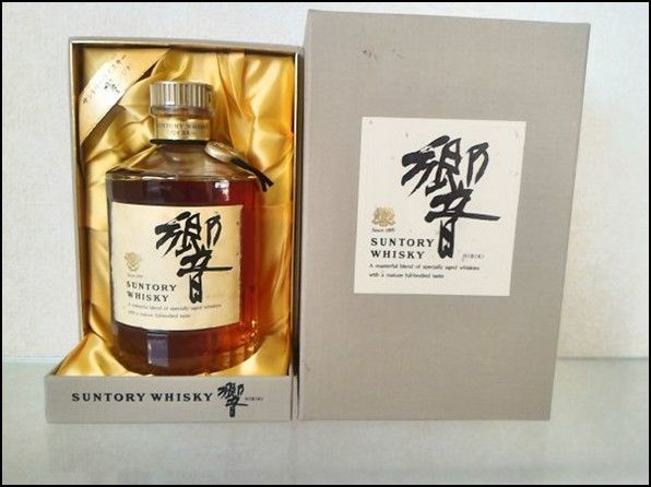 Hibiki 17 years old Old Bottle Box with back gold label Gold cap head neck - 750ml