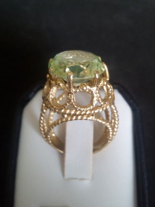 18 kt. Yellow gold - Ring - 6.00 ct chrysolite / olivine
