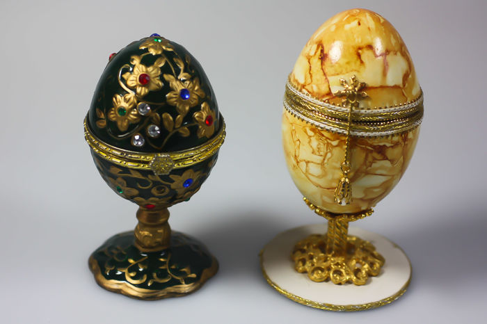 Egg with music box music box with crystals - Tin