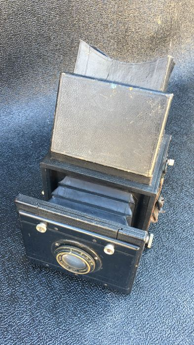 Unbranded reflex camera with Laack lens