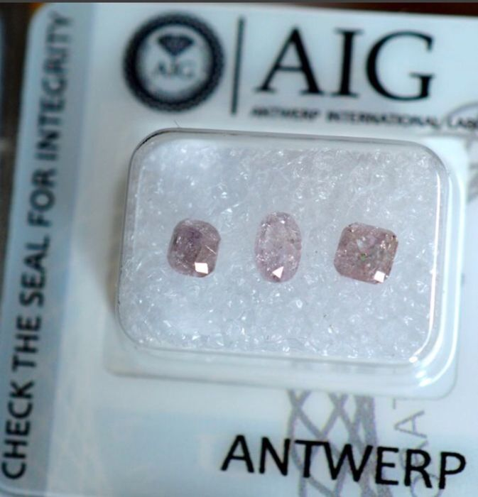 3 pcs Diamonds - 1.35 ct - Oval, Square - fancy light pink - I3 (piqué)