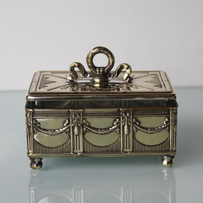 Art Nouveau small trinket box.​