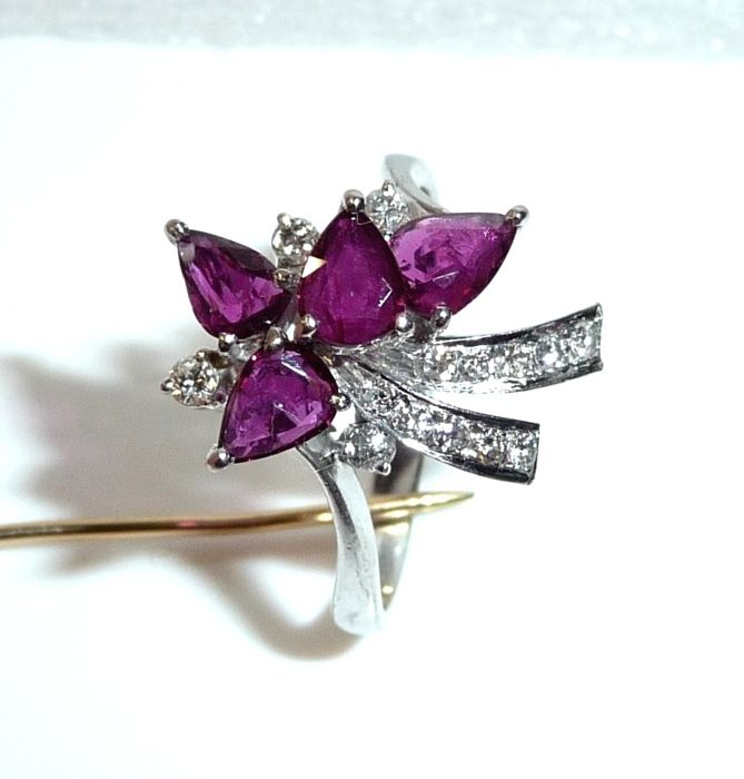 67f5820f81a9a Handarbeit - 14 kt. White gold - Loop Ring 1 ct. Rubies + 0.25 ct. diamonds  - Catawiki