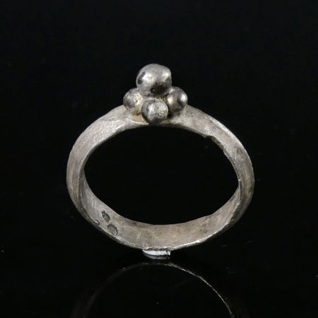 Ancient Roman Silver ring with grape cluster design - (1)