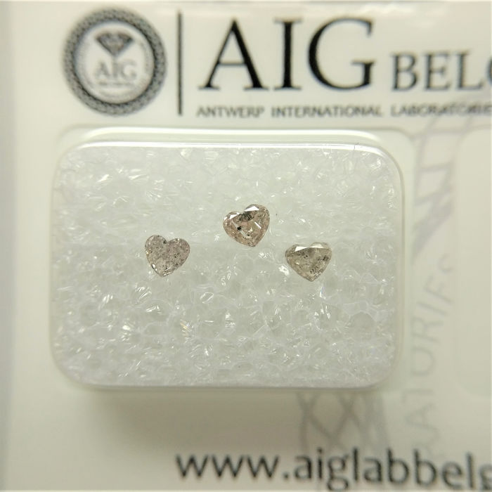 3 pcs Diamonds - 0.26 ct - Heart, Variation - fancy light orangy pink - I1