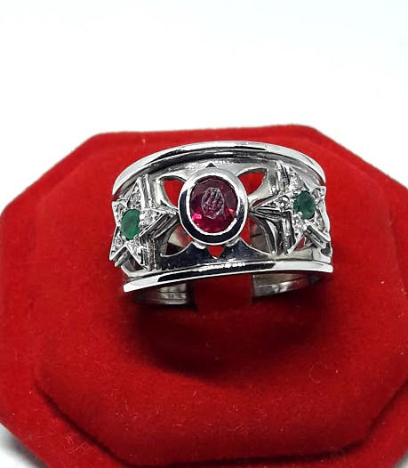 18 karaat Witgoud - Ring - 0.30 ct Robijn - Diamanten, Smaragden